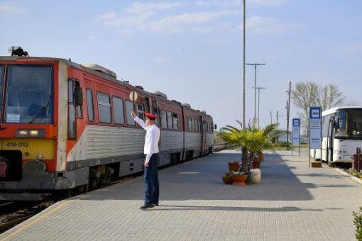 vonatok_es_buszok